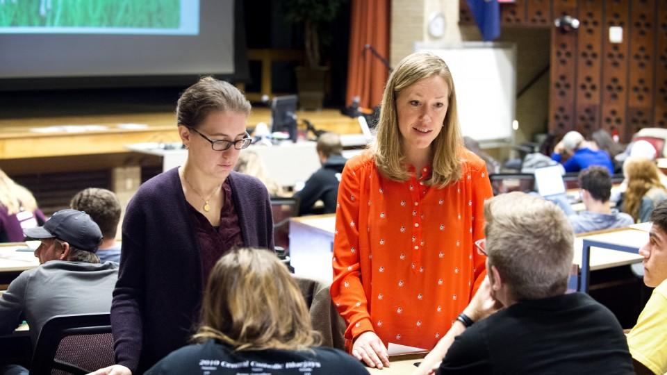 Jenny Dauer teaching
